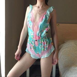 Victoria's Secret Floral Deep V Bodysuit.-P5.